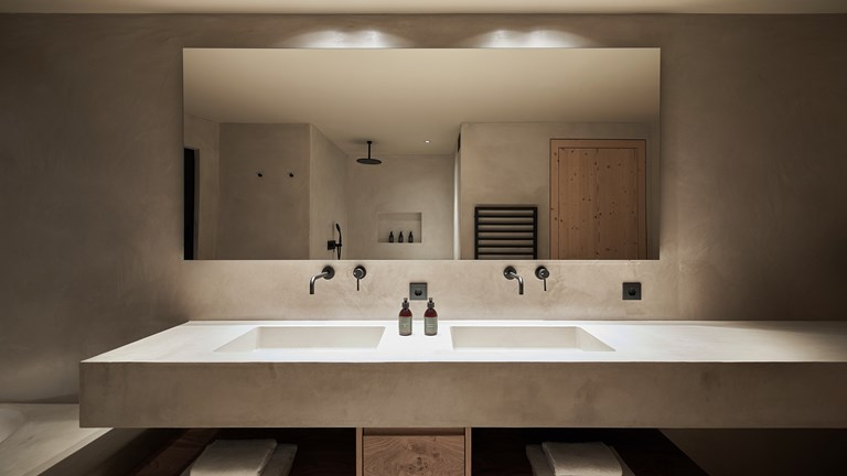 FORESTIS Penthouse Bathroom
